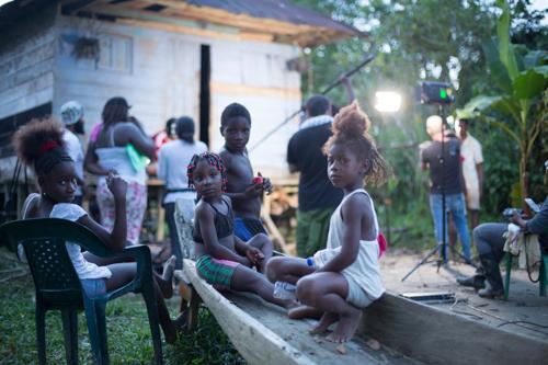 Los niños aprendiendo a hacer cine.